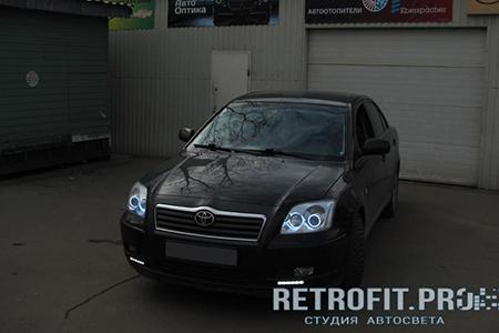 Toyota Avensis (2003-2006) - Установка Angel Eyes